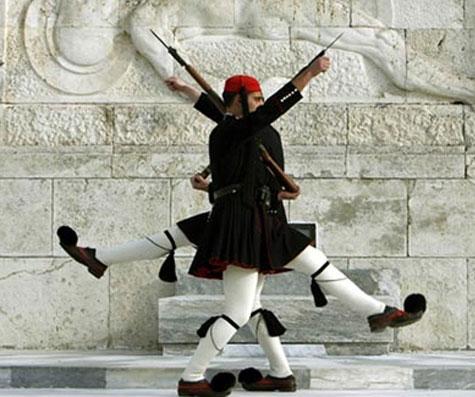 Вот они какие - греческие солдатики