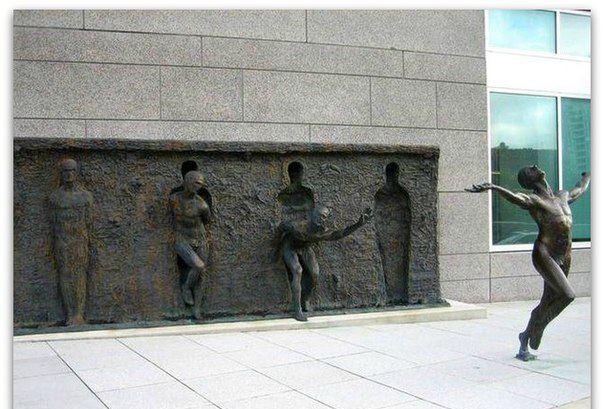 """Необычный памятник """"Освобождение"""""""