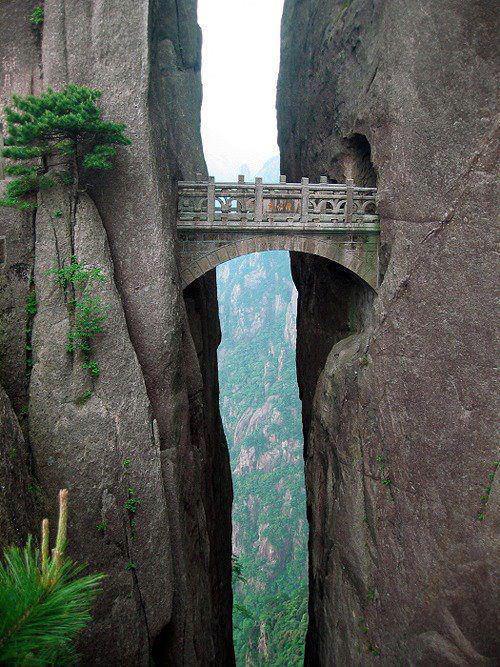 Мост Бессмертных, желтые горы в Китае