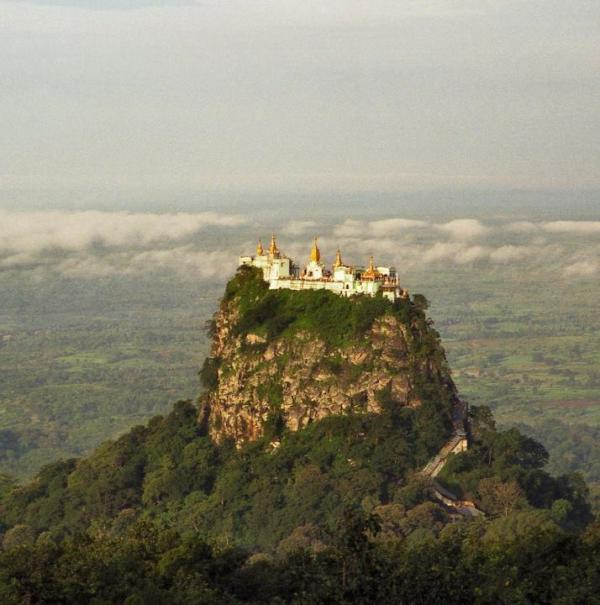 Гора Попа. Монастырь Таунг Калат. Мьянме