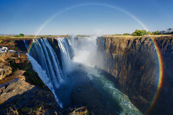 Водопад Виктория и круговая радуга