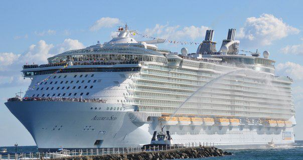 """""""Очарование морей"""" - самый крупный круизный лайнер в мире"""