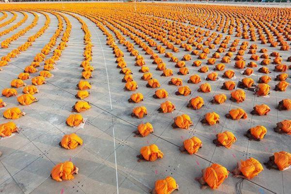 34,000  монахов. буддийский храм в Таиланде.