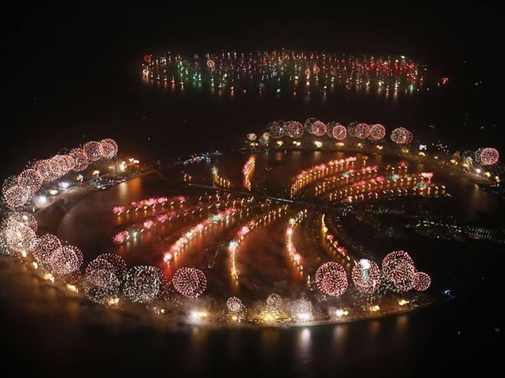 Стокилометровый новогодний фейерверк в Дубае, занесенный в Книгу рекордов Гиннесса.