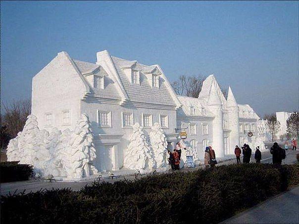 Дома из снега