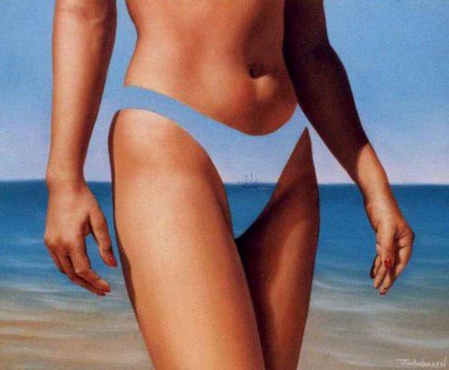 Девушка в морском бикини
