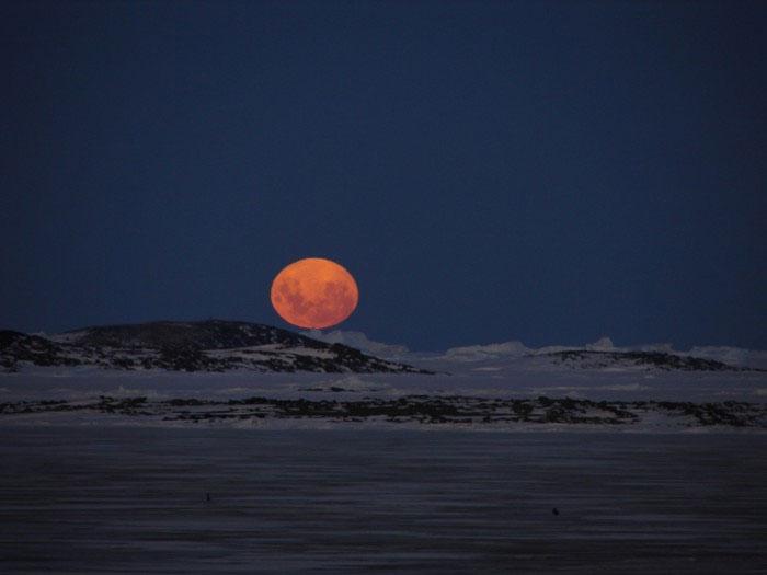 Луна над Антарктидой