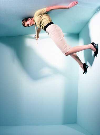Человек на потолке
