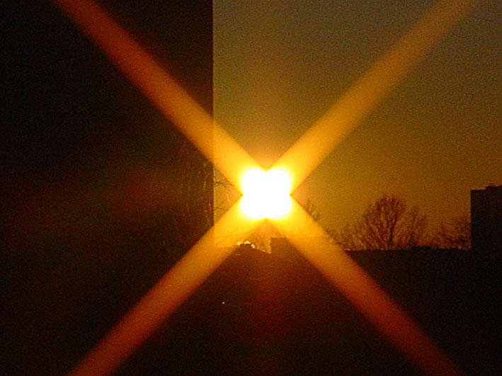 Квадратное Солнце над Кипром?