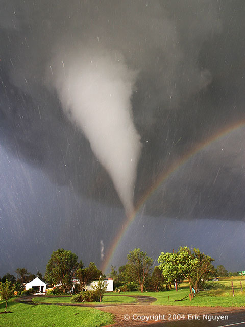 Невозможное - возможно. Радуга и торнадо.