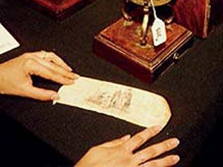 История возникновения первого в мире презерватива, сохранившегося в отличном состоянии до наших дней, теряется во тьме времен – даже археологам не удалось установить точную дату его создания… Вот он, из кожи крокодила