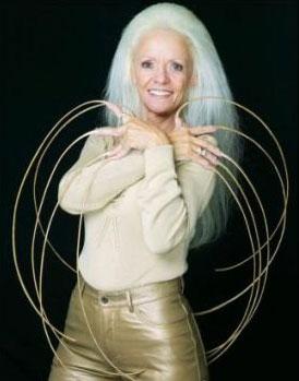мировой рекорд по длине ногтей принадлежит 65-летней жительнице Солт-Лейк-Сити Ли Редмонд
