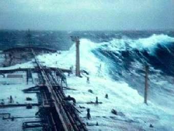 Волна-убийца, атаковавшая танкер