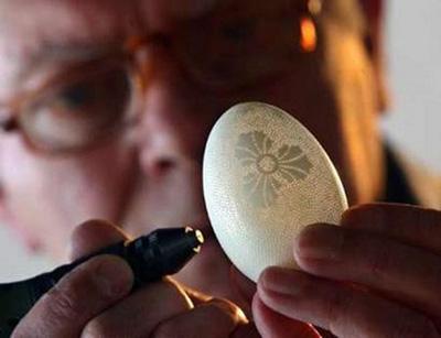 дырявые яйца у мужика