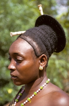 Женщины племени мангбету