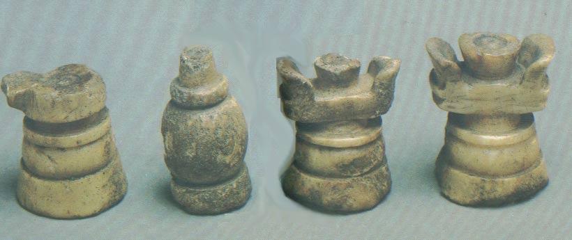 Конь, слон, ладья. О-в Фаддея (Баренцево море), начало XVII в. Кость.