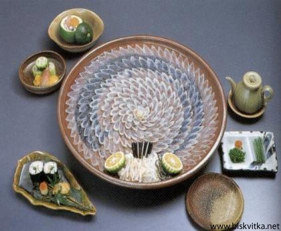 Обычно фугу готовят в виде сасими - сырая рыба тонкими ломтиками