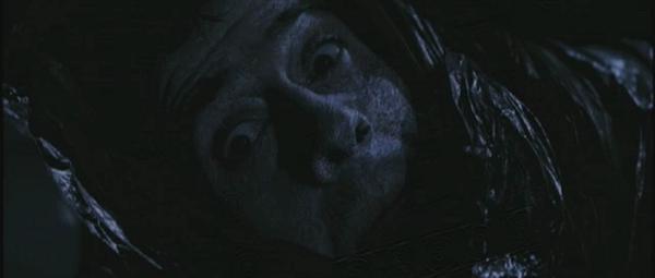 В фильме «Пекло» человек не взорвался, но зато замерз насмерть за несколько секунд в открытом космосе