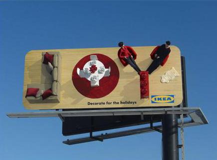 IKEA предлагает отдыхать с удовольствием. Мебель на щите образует английское слово JOY — радость.
