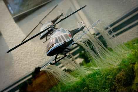 В этой диораме изображен военный вертолет, уничтожающий поле марихуаны.