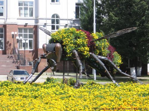 Уфа, памятник будзякской пчеле.