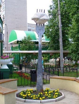 Памятник пельменю в Ижевске.