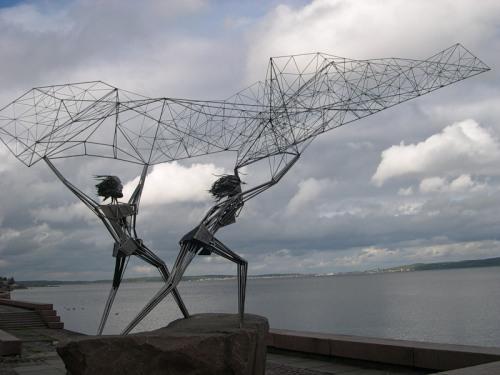 Совершенно замечательный памятник рыбакам есть в Петрозаводске