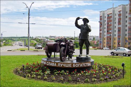 Памятник честному гаишнику