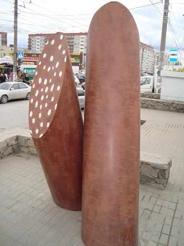 Новосибирск, памятник колбасе.
