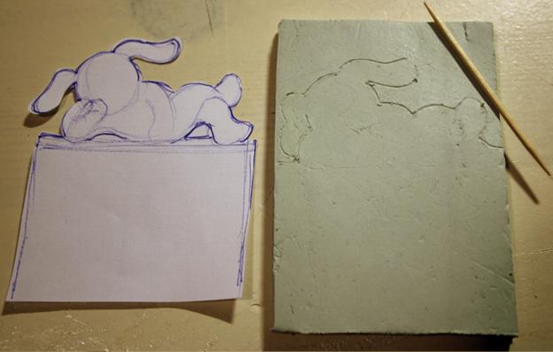 Как только остановились на персонаже, требуется его нарисовать, затем перенести рисунок на ровненький шмат материала с помощью, например, зубочистки. А можно вырезать и на глаз, если ты талантлив.