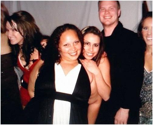 А ведь это девушка совсем не голая. Показалось.