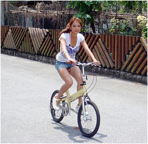Девушки, запомните - сиденье велосипеда должно быть только черным.