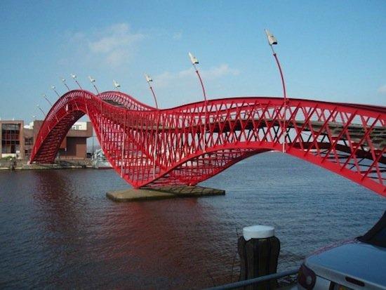 Змеевидный мост