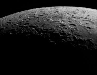 рис.3. Видно ли в телескоп американский флаг на Луне, Марс и кольца Сатурна?