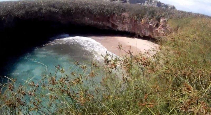 Мексиканский пляж на островах Мариеты, названный как Скрытый пляж