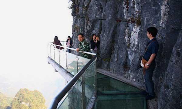 рис.9. Стеклянная тропа страха на горе Тяньмень в Китае