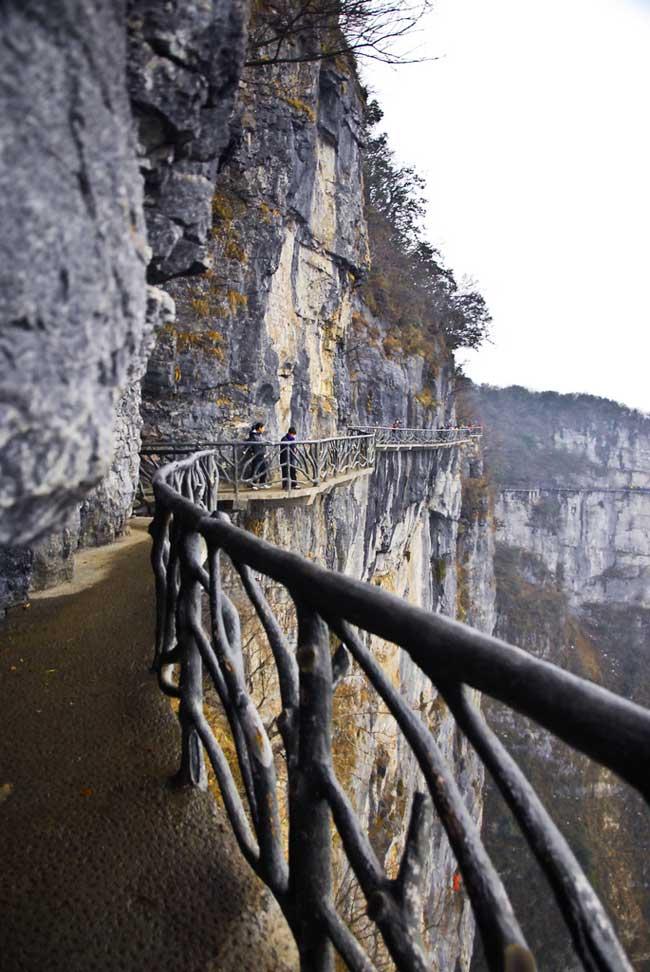 рис.16. Стеклянная тропа страха на горе Тяньмень в Китае