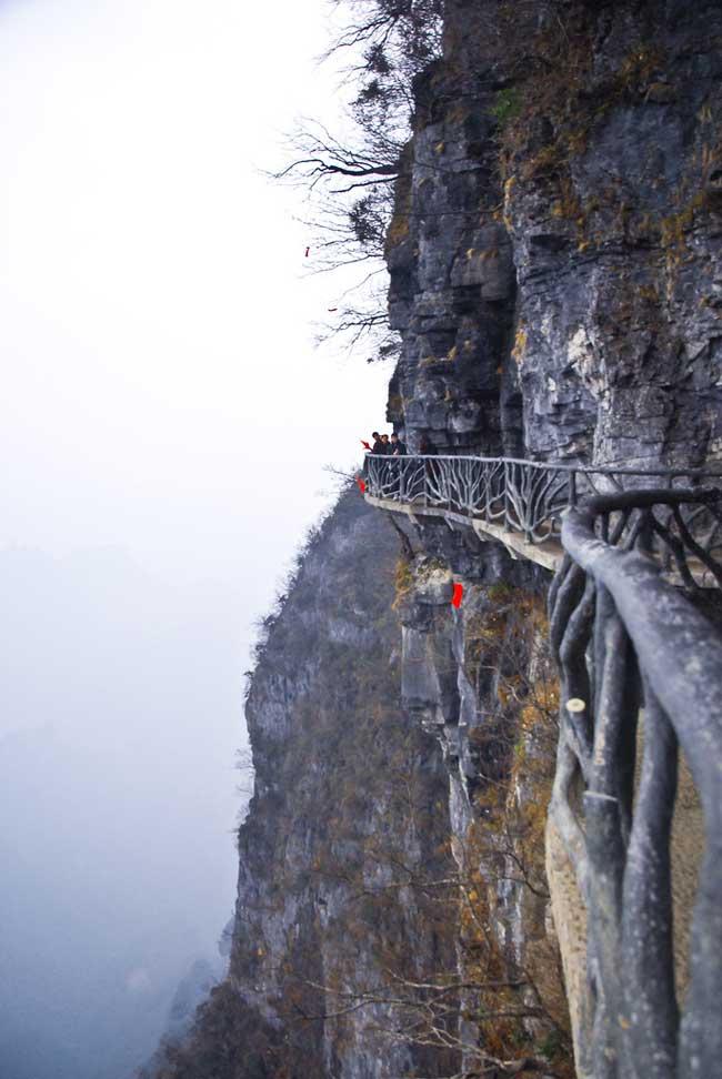 рис.10. Стеклянная тропа страха на горе Тяньмень в Китае