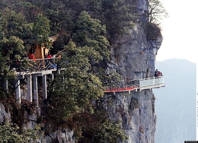 рис.1. Стеклянная тропа страха на горе Тяньмень в Китае