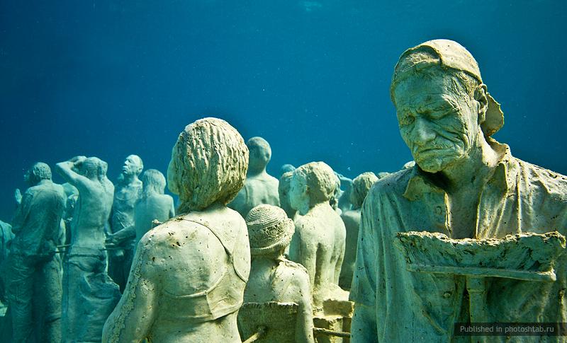 рис.9. Подводный музей в Мексике