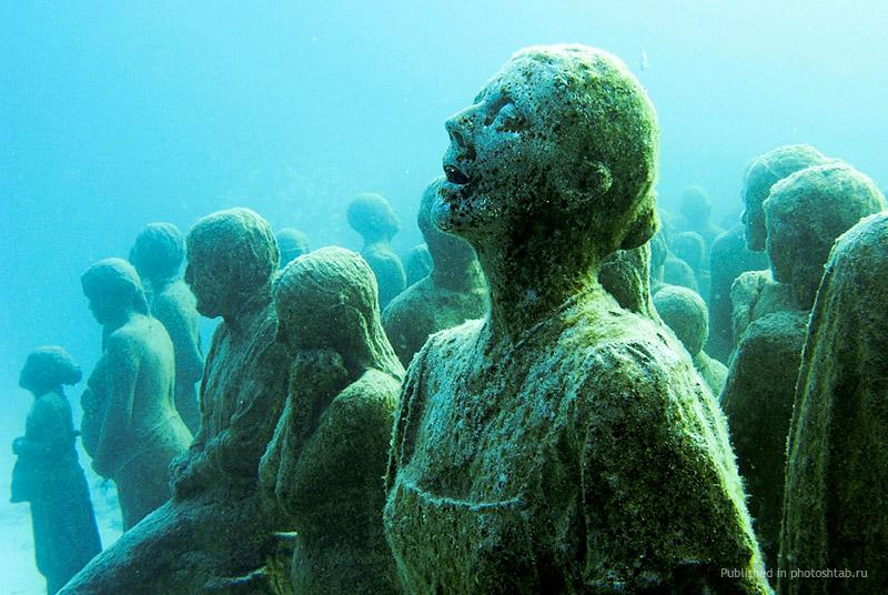 рис.6. Подводный музей в Мексике