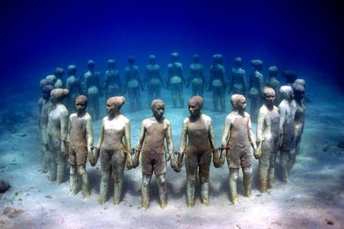 рис.21. Подводный музей в Мексике