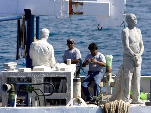 рис.19. Подводный музей в Мексике
