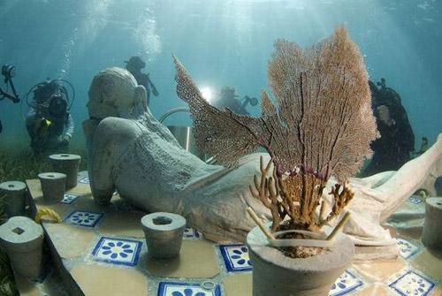 рис.10. Подводный музей в Мексике