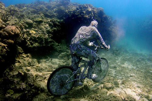 рис.24. Подводный музей в Мексике