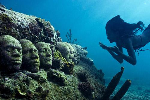 рис.5. Подводный музей в Мексике
