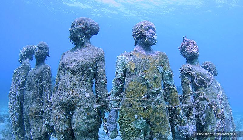 рис.1. Подводный музей в Мексике