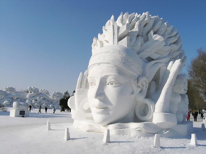 рис.28. Снежный фестиваль в Саппоро в Японии