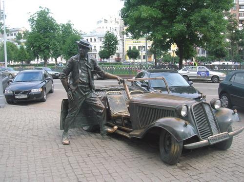 Памятник знаменитому клоуну и артисту