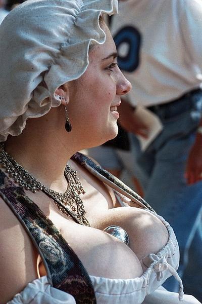 Деревня самых пышногрудых женщин Европы: Рис.6